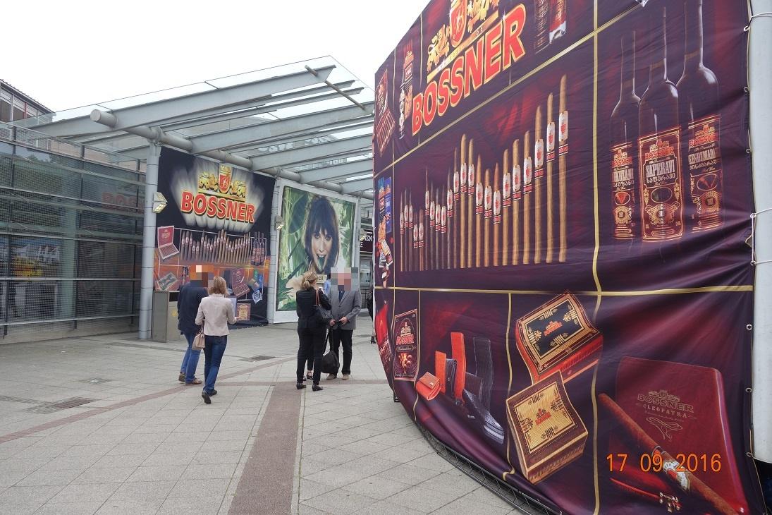 Forum Rauchfrei erstattet Anzeige wegen unzulässiger Tabakwerbung vor den Westfalenhallen