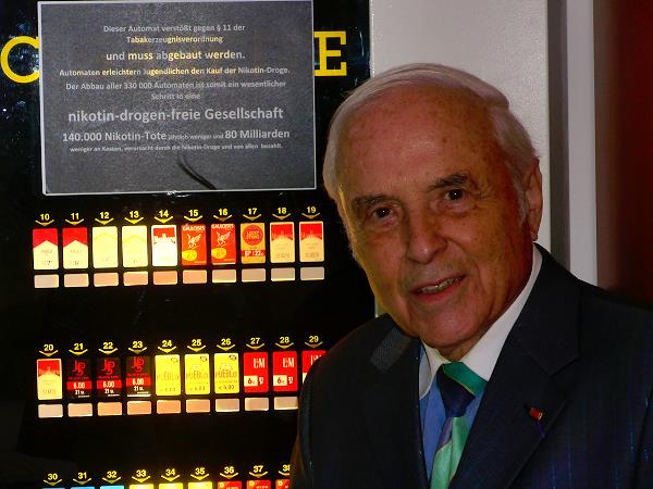 Protest gegen Zigarettenautomat im Deutschen Bundestag