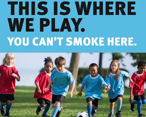 Rauchen auf Spielplätzen verbieten.